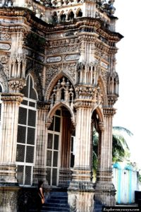 Gothic style in Mahabat Maqbara