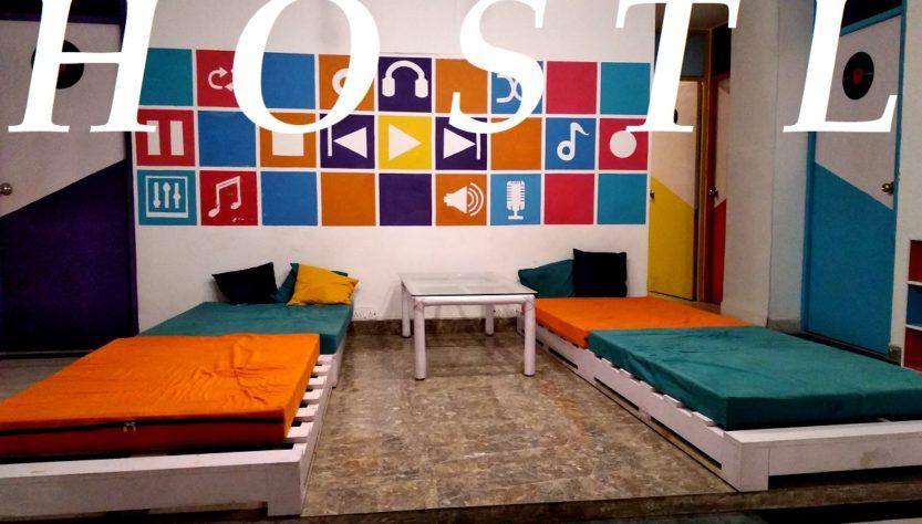 choose hostel backpacking trip india
